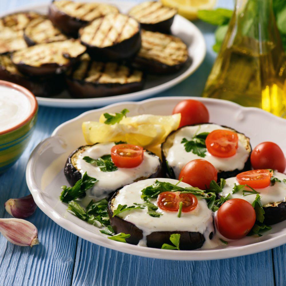 Kuchnia ormiańska. Bakłażany z czosnkiem i zsiadłym mlekiem.