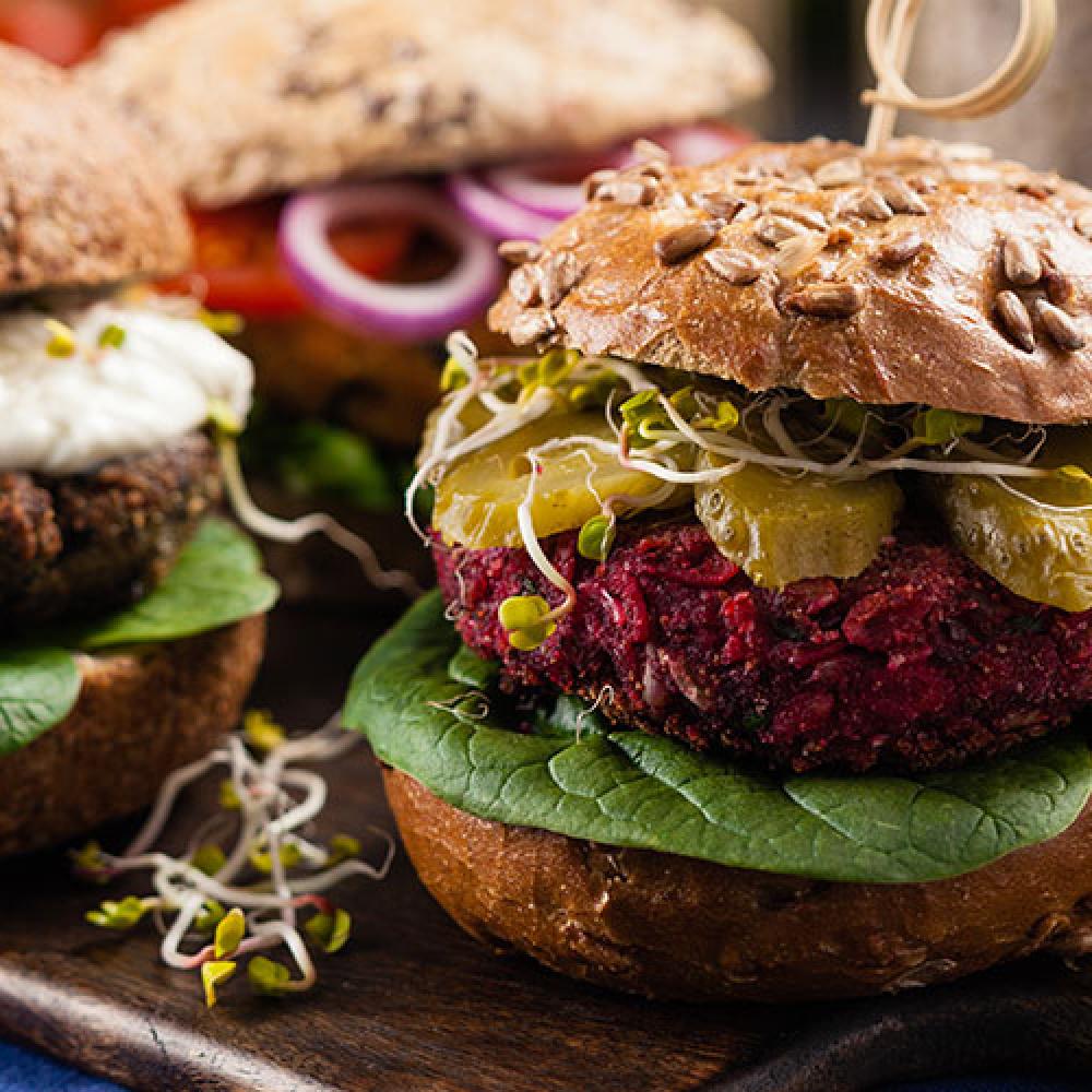 Burgery warzywne – propozycja nagrilla zprzyjaciółmi