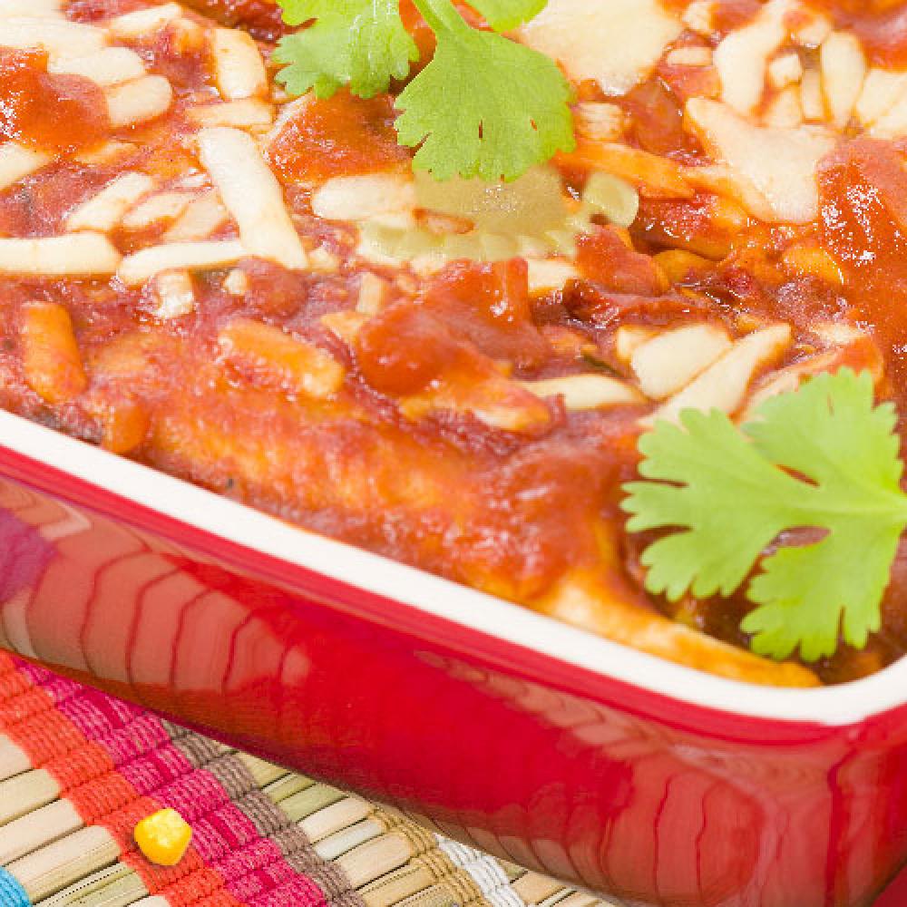 Zapiekanka zpierogów zmięsem zsosem pomidorowym